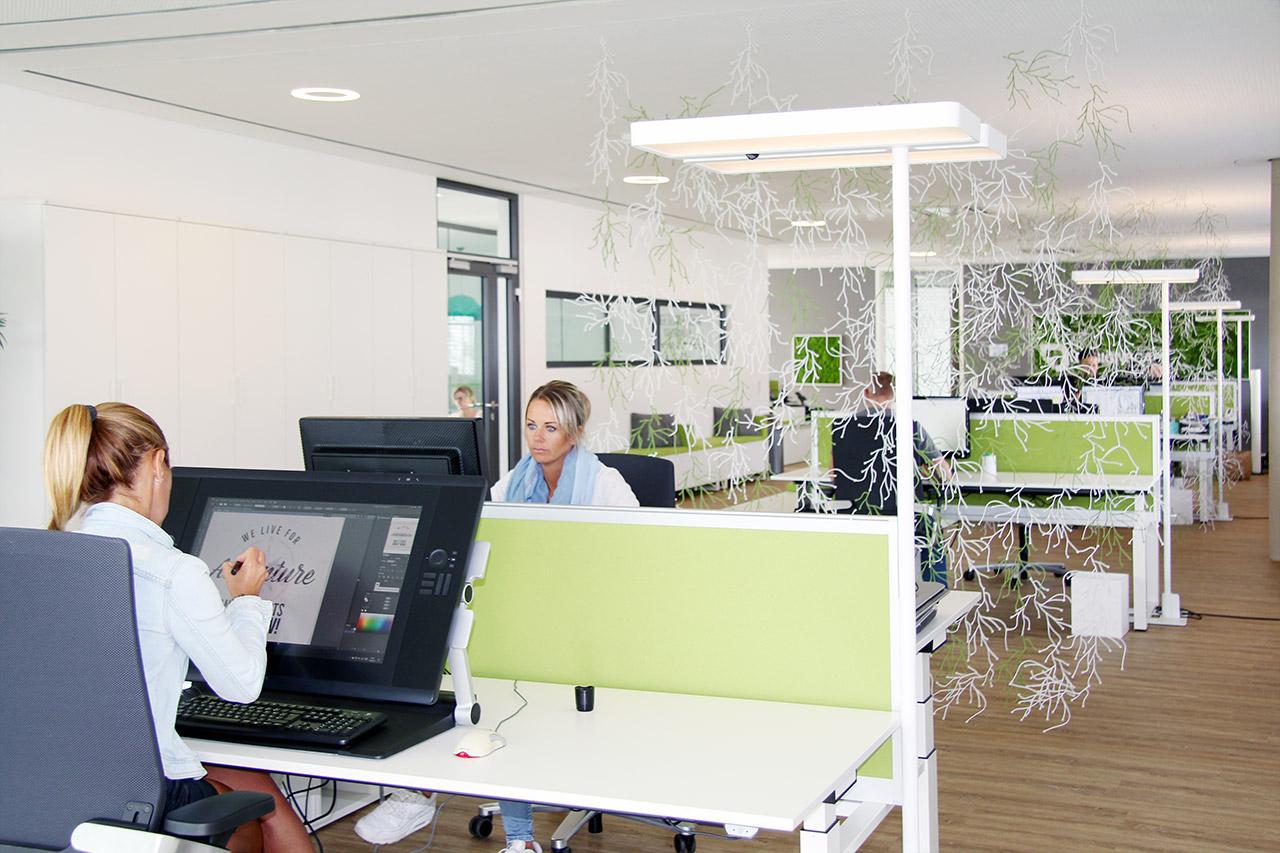 Moderne büroeinrichtung  Moderne Büroeinrichtung - Kreatives Bürogebäude von DESIGNSCAPE