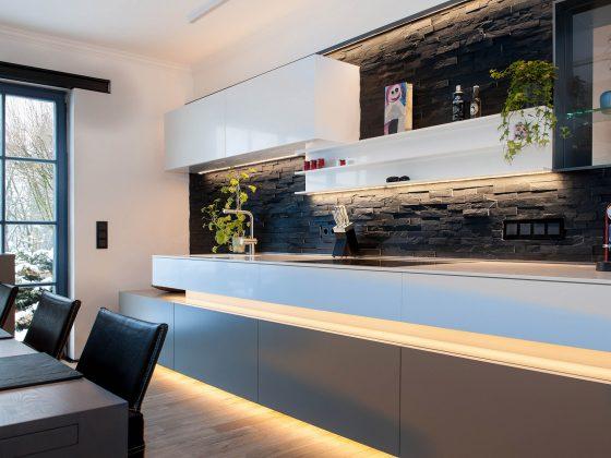 Moderne Küche mit LED Beleuchtung