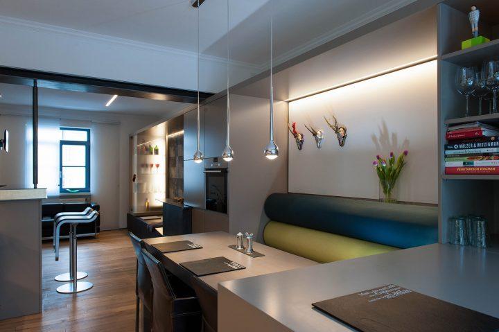 Moderner Essbereich mit LED Beleuchtung