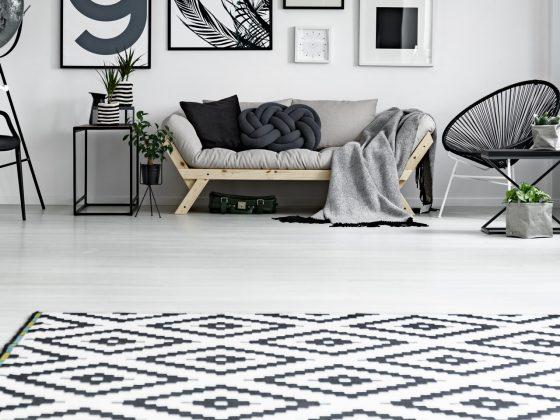 Moderner Teppich schwarzweiß