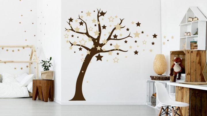 Wandtattoo Baum mit Sternen im Kinderzimmer