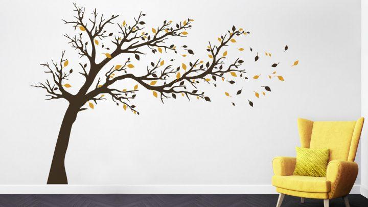 Wandtattoo Großer Baum in Wind in Gelb und Braun