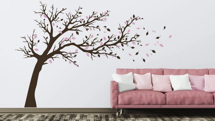 Großer Baum im Wind als Wandtattoo mit rosa Blättern