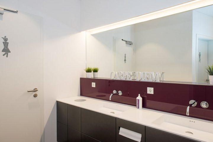Waschtisch im WC Bereich von DESIGNSCAPE