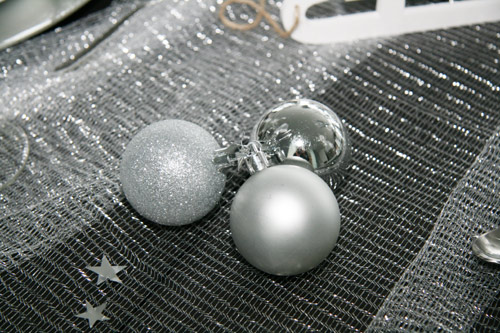 Weihnachtskugeln in silber und chrom