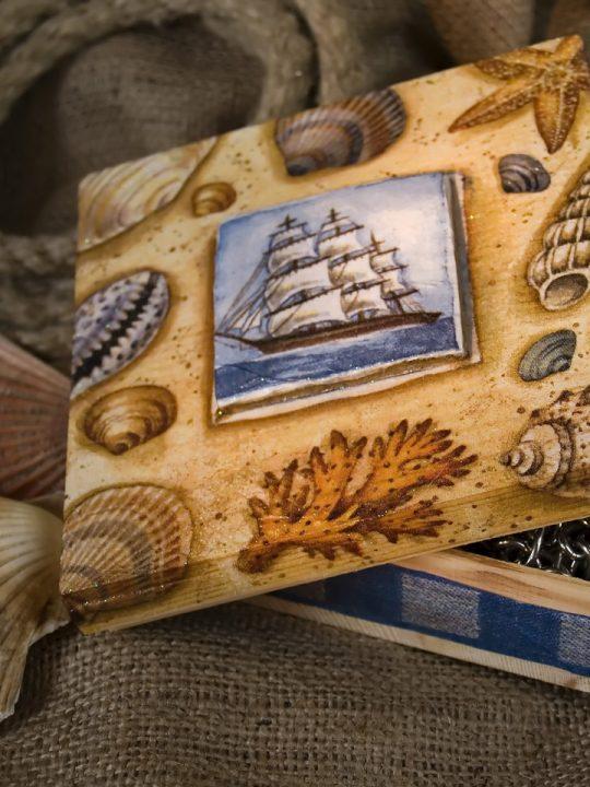 Holzkiste mit Serviettentechnik gestaltet