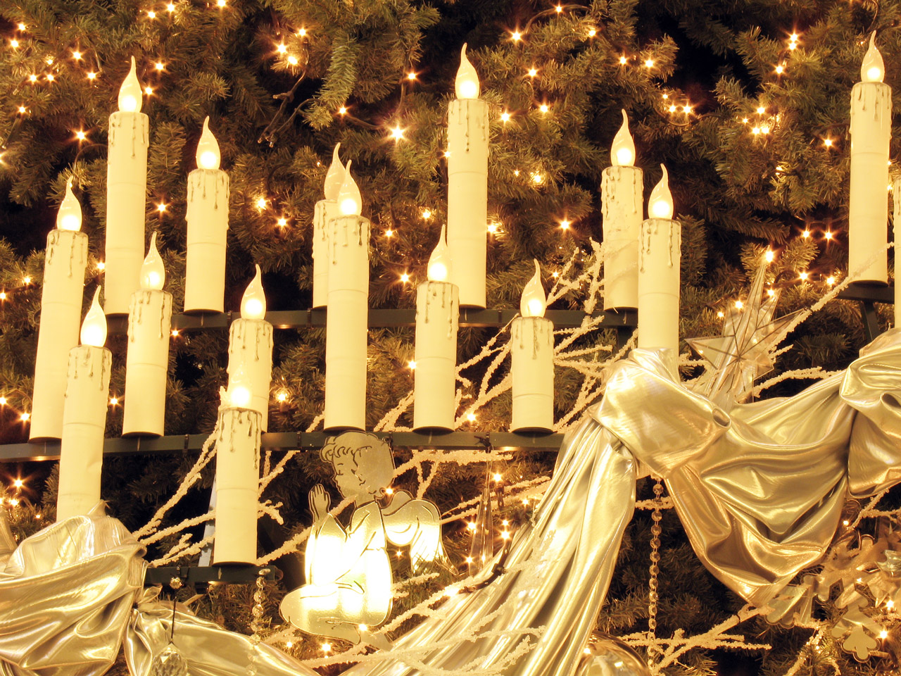 Weihnachtsbeleuchtung in Kerzenform